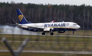 Πτήση της Ryanair έκανε αναγκαστική προσγείωση όταν επιβάτες πλακώθηκαν στο ξύλο!
