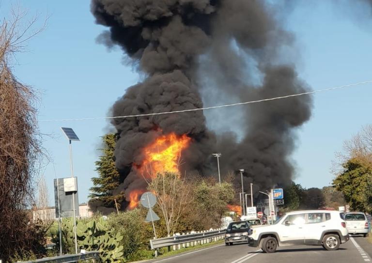 Ιταλία: Φοβερή έκρηξη σε πρατήριο βενζίνης – Δύο νεκροί και 17 τραυματίες | Newsit.gr