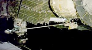 Θρίλερ με ρωγμή στο Soyuz! Ρώσοι κοσμοναύτες βγήκαν απ' το σκάφος για να βρουν την τρύπα!