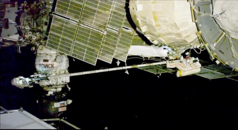 Θρίλερ με ρωγμή στο Soyuz! Ρώσοι κοσμοναύτες βγήκαν απ' το σκάφος για να βρουν την τρύπα! | Newsit.gr