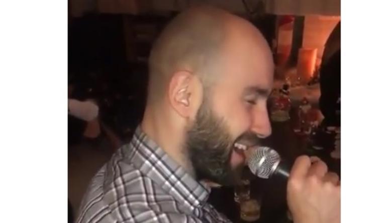 Ο Σπανούλης… έπιασε μικρόφωνο και τραγούδησε Σινάτρα! video | Newsit.gr