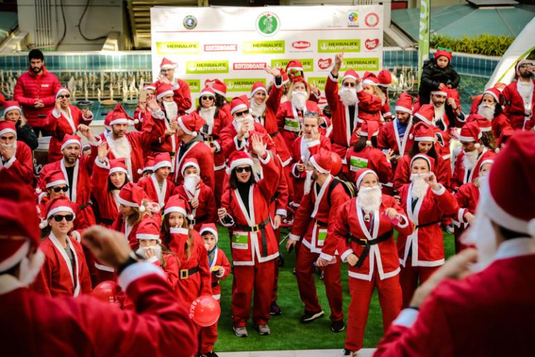 Το Μαρούσι πλημμύρισε αγιοβασίληδες για το 5ο επετειακό Santa Run! | Newsit.gr