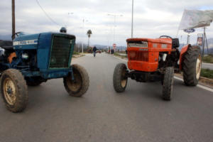 Πρόβα μπλόκων από τους αγρότες σε Λάρισα και Καρδίτσα