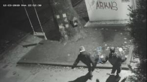 Τρίκαλα: Ο δήμαρχος επικήρυξε τους νεαρούς που έσπασαν χριστουγεννιάτικα στολίδια της πόλης!