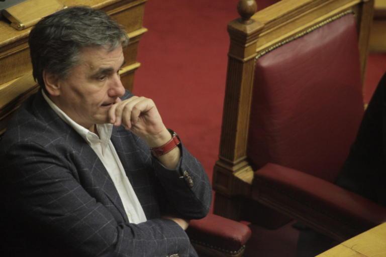 Παροχές: Κλείνουν τρύπες και ανοίγουν κρατήρες! | Newsit.gr