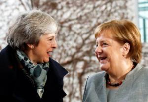 Η Μέρκελ… έκοψε τον βήχα της Μέι για το Brexit