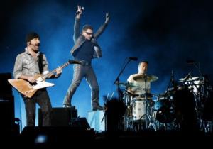 Τα κάλαντα των Χριστουγέννων τραγούδησαν οι U2 για φιλανθρωπικούς σκοπούς! – Video