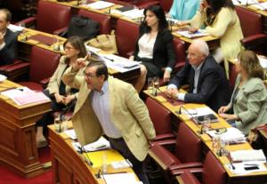 """Βουλή: """"Τσόκαρο"""", """"γελοίε"""", """"φτύσε στον καθρέφτη σου""""! Χαμός στη συζήτηση του Προϋπολογισμού"""