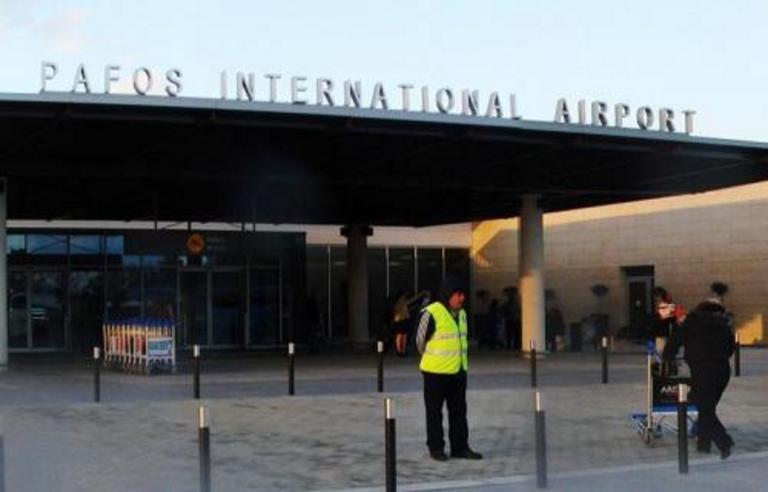 Πήγε μεθυσμένη στο αεροδρόμιο Πάφου και έγινε χαμός! | Newsit.gr