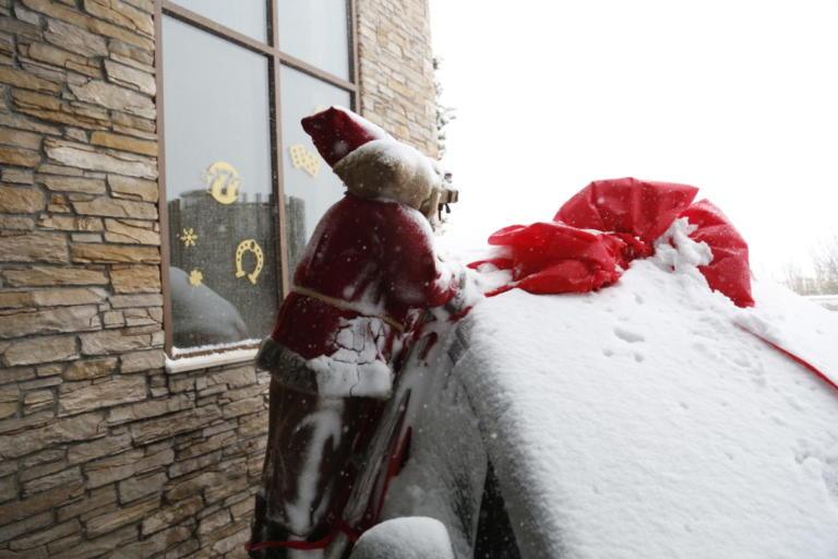 Καιρός: Κάλαντα με… ομπρέλα – Χιόνια από το βράδυ | Newsit.gr