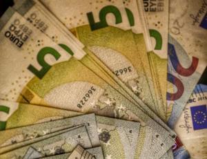 Αναδρομικά: Πότε και πώς θα πληρωθούν – Τα ποσά – Τα σενάρια – Τα Δώρα