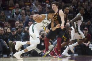 NBA: Σαρωτικός Αντετοκούνμπο! Ισοφάρισε το ρεκόρ καριέρας του – video
