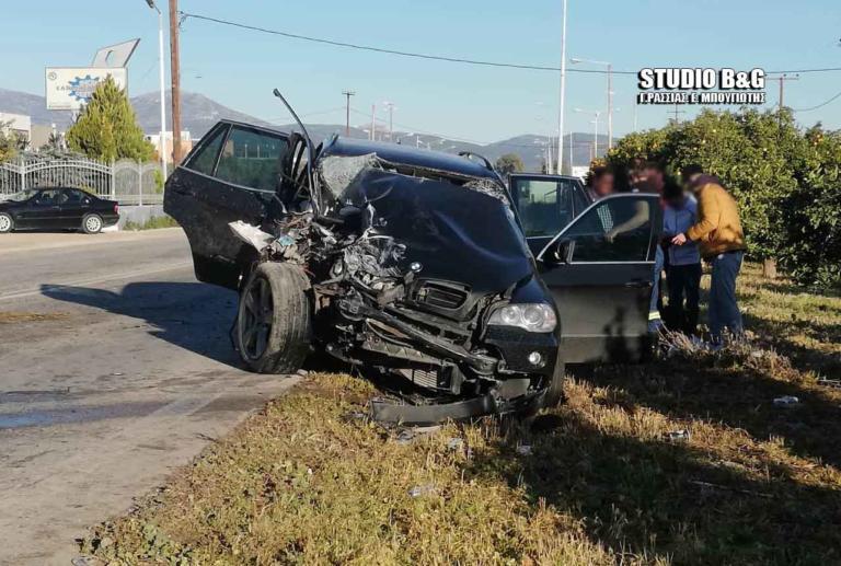 Σοβαρό τροχαίο με εγκλωβισμό και τρεις τραυματίες στο Άργος – video, pics | Newsit.gr