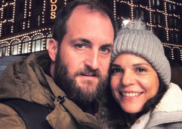 Μαρίνα Ασλάνογλου – Δημοσθένης Πέππας: Στόλισαν το χριστουγεννιάτικο δέντρο μαζί με τον εννέα μηνών γιο τους! [pic] | Newsit.gr