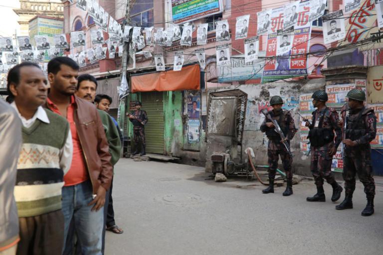 Μπανγκλαντές: Δεκάδες νεκροί κατά την διάρκεια των εκλογών – Θρίαμβος της κυβέρνησης | Newsit.gr