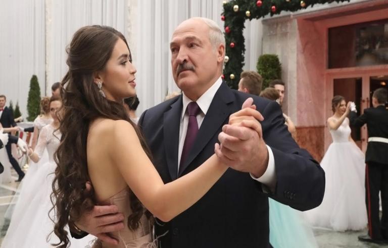 Ο πρόεδρος της Λευκορωσίας χορεύει με την ωραιότερη γυναίκα της Ευρώπης και… λιώνει! [pics, video] | Newsit.gr