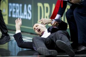 Ζαλγκίρις – Ολυμπιακός: Σωριάστηκε στο παρκέ ο Μπλατ! Τον γκρέμισε ο διαιτητής [pics]