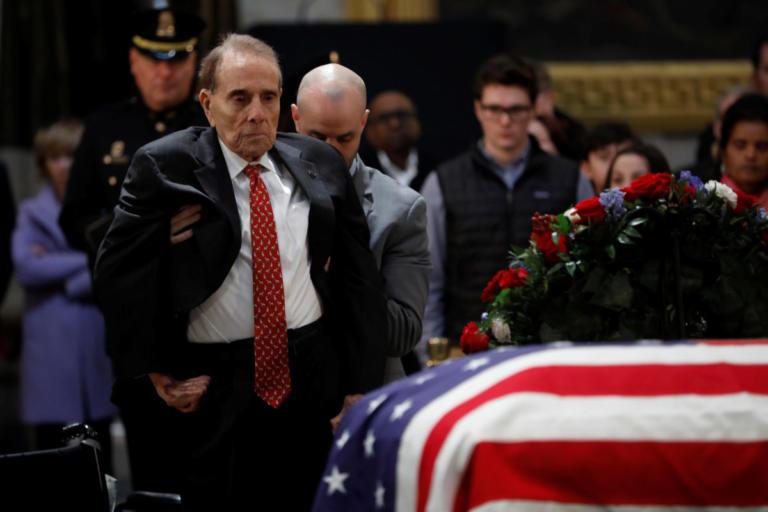 Τζορτζ Μπους: Ο συγκινητικός αποχαιρετισμός του Μπομπ Ντόουλ [video] | Newsit.gr