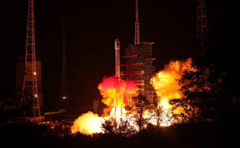 Chang'e-4: Εκτοξεύθηκε το ρομποτικό διαστημικό σκάφος και πάει… Σελήνη! video, pics | Newsit.gr
