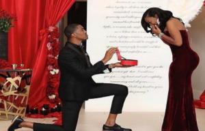 Απίστευτη πρόταση γάμου! Της άνοιξε το κουτί και δεν πίστευε στα μάτια της [pic, video]