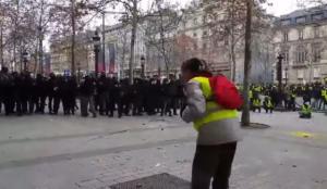 Παρίσι: Πυροβόλησαν διαδηλωτή από κοντά με πλαστική σφαίρα