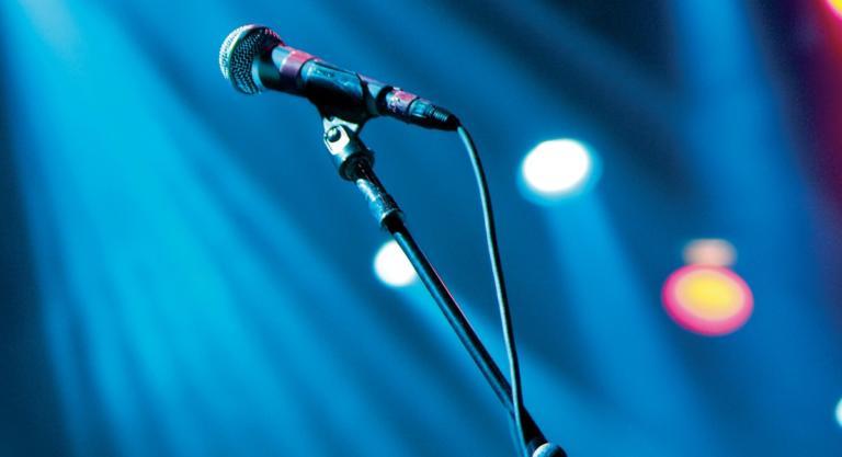 Πέθανε στα 63 του από ανακοπή καρδιάς γνωστός τραγουδιστής! | Newsit.gr