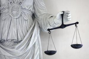 Όλοι ψάχνουν… την δικαιοσύνη – Λέξη της χρονιάς σύμφωνα με το Merriam-Webster