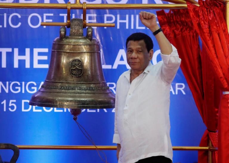 Φιλιππίνες: Σάλος από τη δήλωση του προέδρου Ντουτέρτε ότι παρενόχλησε σεξουαλικά την υπηρέτρια του | Newsit.gr