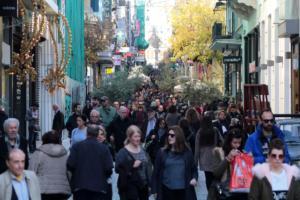Καλές γιορτές και Κυριακή με ανοιχτά καταστήματα: Τι ώρα κλείνουν τα μαγαζιά
