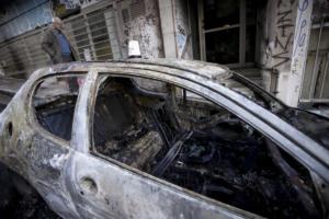 """""""Γης μαδιάμ"""" τα Εξάρχεια: Καψαλισμένα μπαλκόνια, καμένα αυτοκίνητα και χάος [pics]"""