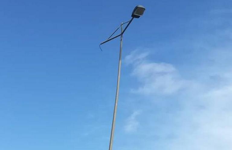 Ηράκλειο: Αυτές είναι οι εικόνες υψηλού κινδύνου πάνω από τα κεφάλια πεζών και οδηγών [pics] | Newsit.gr