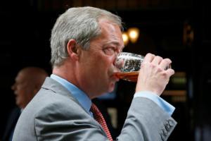 """Βρετανία: Αποχώρησε από το UKIP ο Νάιτζελ Φάρατζ – """"Πυρά"""" για την πορεία του κόμματος"""