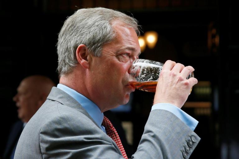 Βρετανία: Αποχώρησε από το UKIP ο Νάιτζελ Φάρατζ – «Πυρά» για την πορεία του κόμματος