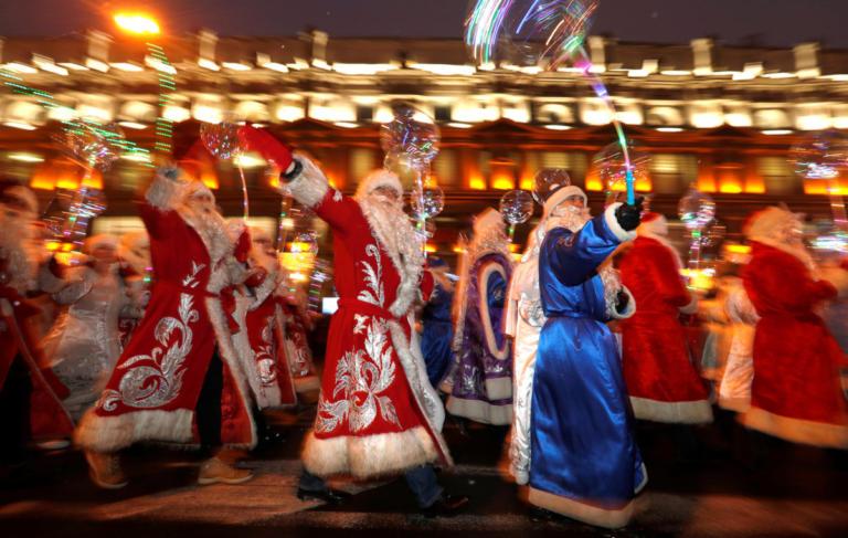 """Υγεία, ειρήνη και αξιοπρεπείς συνθήκες διαβίωσης ζητούν οι Ρώσοι από τον """"Πατέρα Πάγο""""   Newsit.gr"""