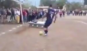 Γκολ από το φέρετρο! Απίθανο σκηνικό στο Μεξικό – videos