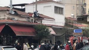 """Τρίκαλα: """"Λαμπάδιασε"""" ψησταριά στο κέντρο [pics]"""