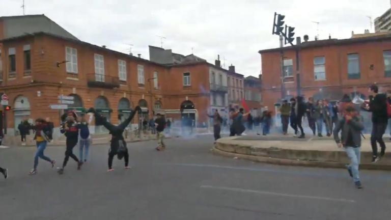 Γαλλία: Νέες συγκρούσεις σε μαθητικές διαδηλώσεις στην Λιόν – 39 συλλήψεις και… ένα κατακόρυφο [pics]