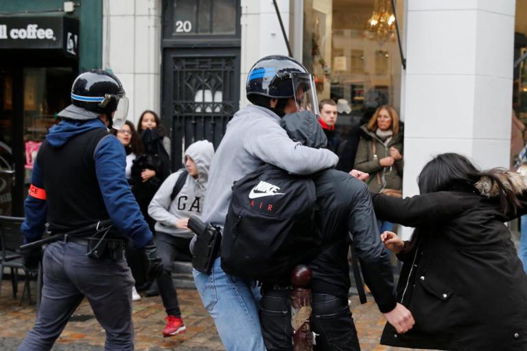 Γαλλία: Νέα επεισόδια σε λύκεια – Δύο τραυματίες [pics] | Newsit.gr