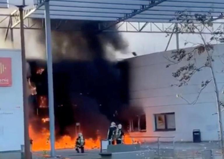 Νέα επεισόδια έξω από λύκεια στο Παρίσι – Πήρε φωτιά σχολείο στην Τουλούζη [pics] | Newsit.gr