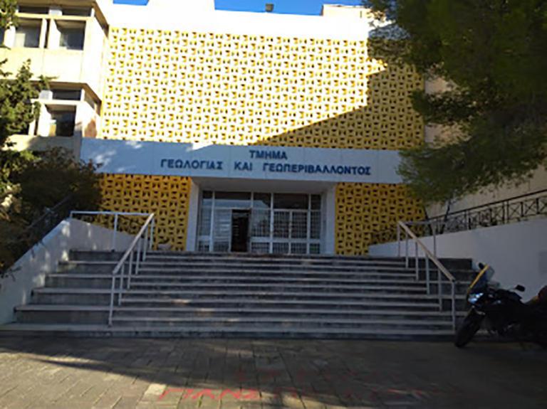 Μαχαίρωσαν φύλακα στην Πανεπιστημιούπολη! Έκαναν γυαλιά καρφιά το Γεωλογικό | Newsit.gr
