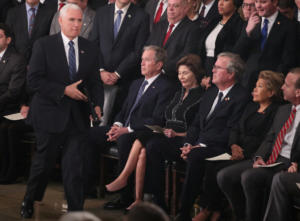 Τι σκέφτεται ο Τζορτζ Μπους κι έχει αυτό το βλέμμα;
