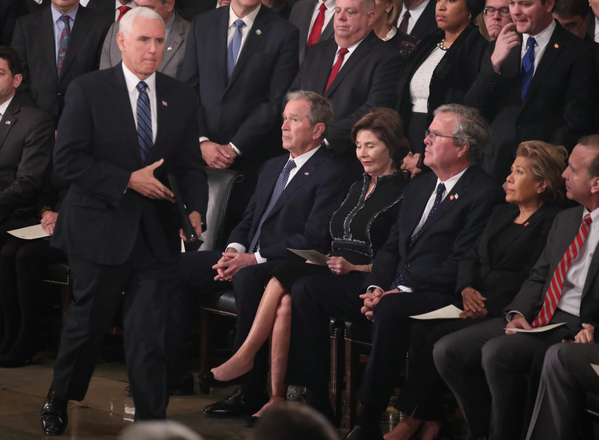 Τι σκέφτεται ο Τζορτζ Μπους κι έχει αυτό το βλέμμα; | Newsit.gr