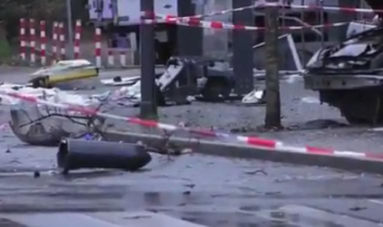 Συναγερμός στη Γερμανία! Αυτοκίνητο έπεσε σε στάση, 10 τραυματίες! | Newsit.gr