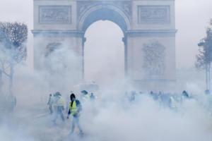 Κίτρινα Γιλέκα: Ο Μακρόν βγάζει τον στρατό στους δρόμους! Απίστευτες εικόνες