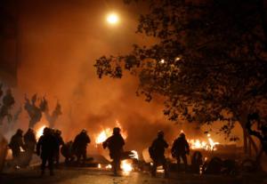 Γρηγορόπουλος: Τέσσερις τραυματίες από τα σοβαρά επεισόδια