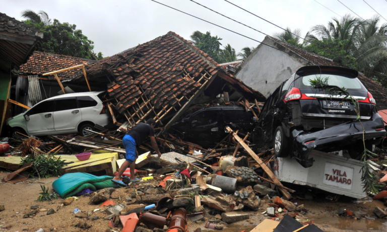 Τσουνάμι Ινδονησία: Δραματική προειδοποίηση! Ο κίνδυνος δεν έχει περάσει   Newsit.gr