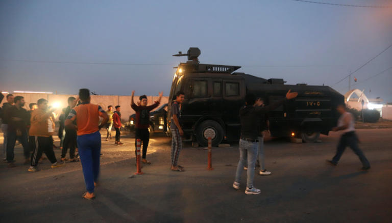 Ιράκ: Αληθινές σφαίρες και δακρυγόνα εναντίον διαδηλωτών   Newsit.gr