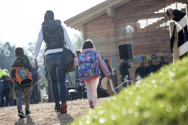 Ιταλία: Τέλος οι ιδιώτες από τα σχολεία! Προσλαμβάνoυν και πάλι καθαρίστριες και φύλακες! | Newsit.gr
