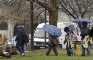 Καιρός: Βροχερή Κυριακή – Περιορισμένη ορατότητα τις πρωινές ώρες