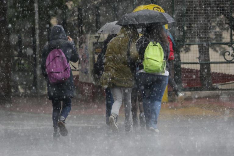 Καιρός: Καταιγίδες και χαμηλές θερμοκρασίες | Newsit.gr